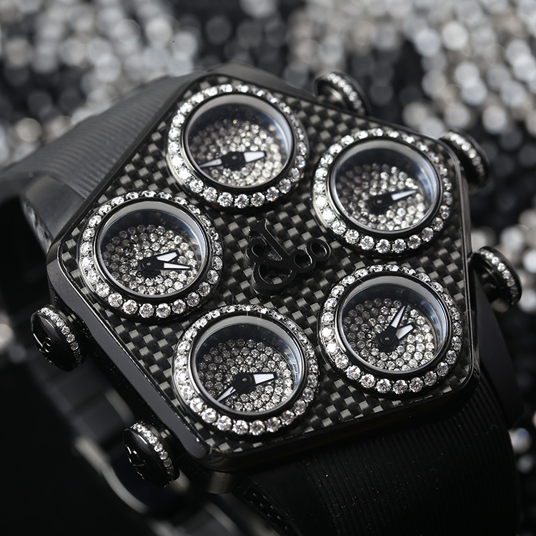 The five sub-dials engraved with diamonds embody the unique characteristics of the watch.