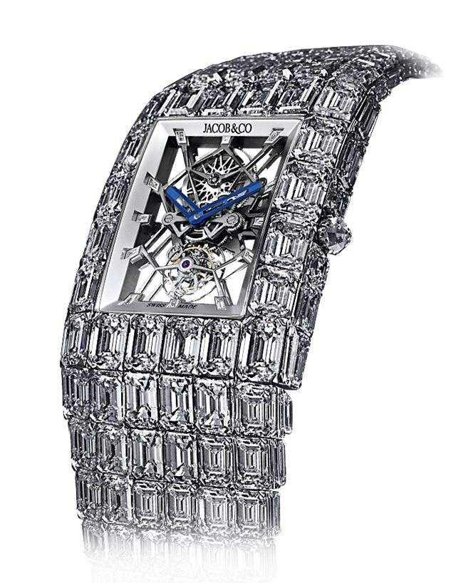 The beauty of the manual winding movement could be enjoyed through the skeleton dial.