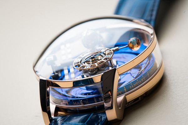 The complex design of the whole watch make it grand, unique and precious.
