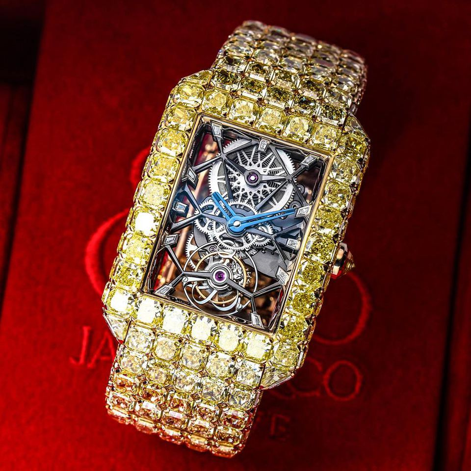 The yellow diamonds set on the case and bracelet are with same quality and colors.