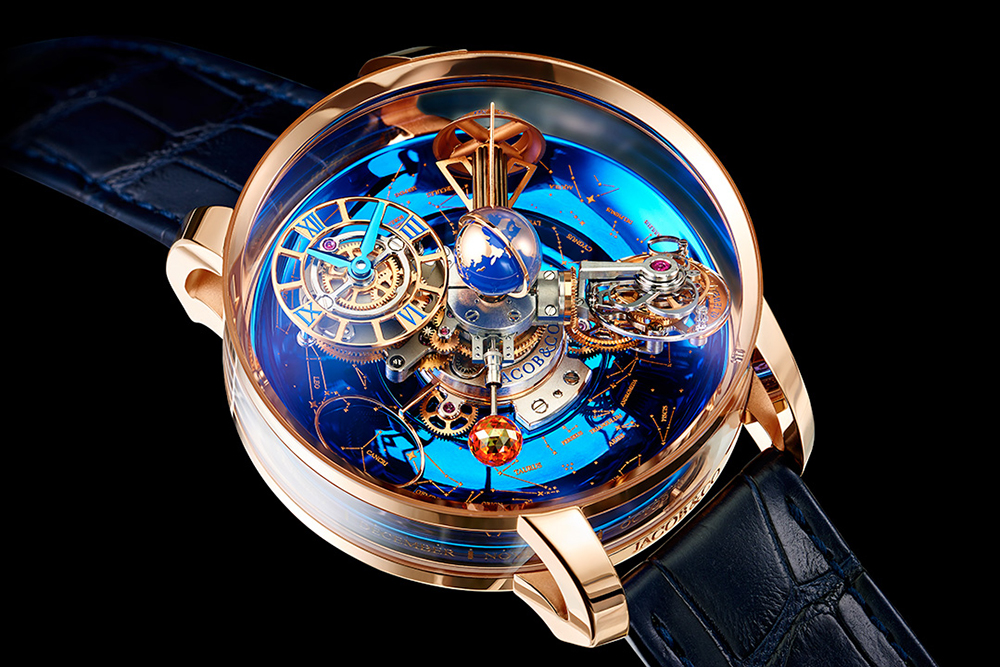 The dial has been designed as a blue sky, brilliantly and grandly.