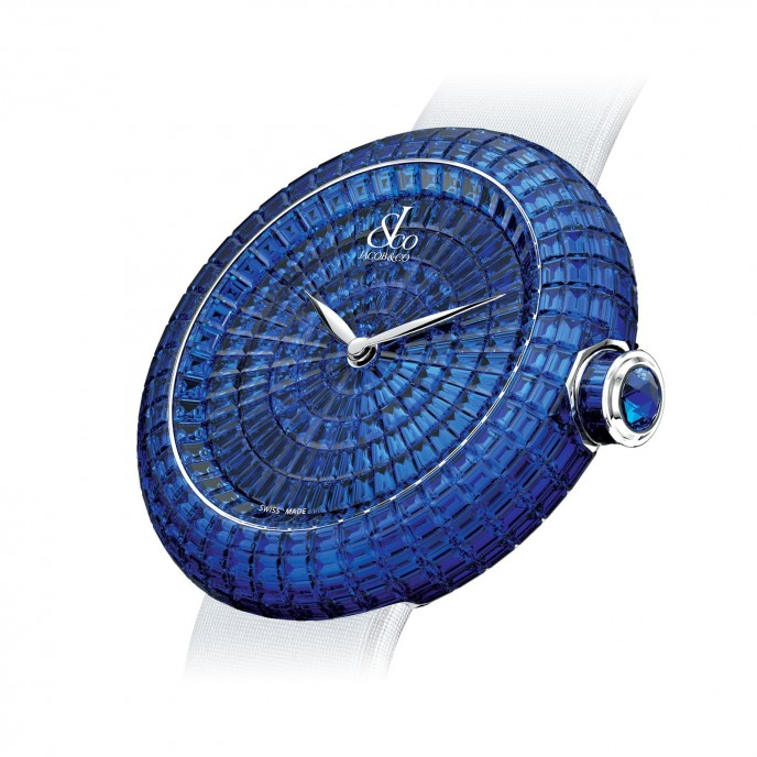 The full paved sapphires of the dial and case embody the prominent gem setting skills of Jacob & Co.