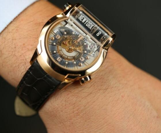It is suitable for Jet-Setter, a businessman who usually needs to go abroad or a watch enthusiast.