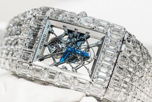 The timepiece has presented the high level of crafsmanship of watchmaking and gem-setting skill.