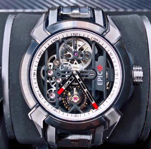 The skeleton dial allows the wearers to view the movement very clearly.