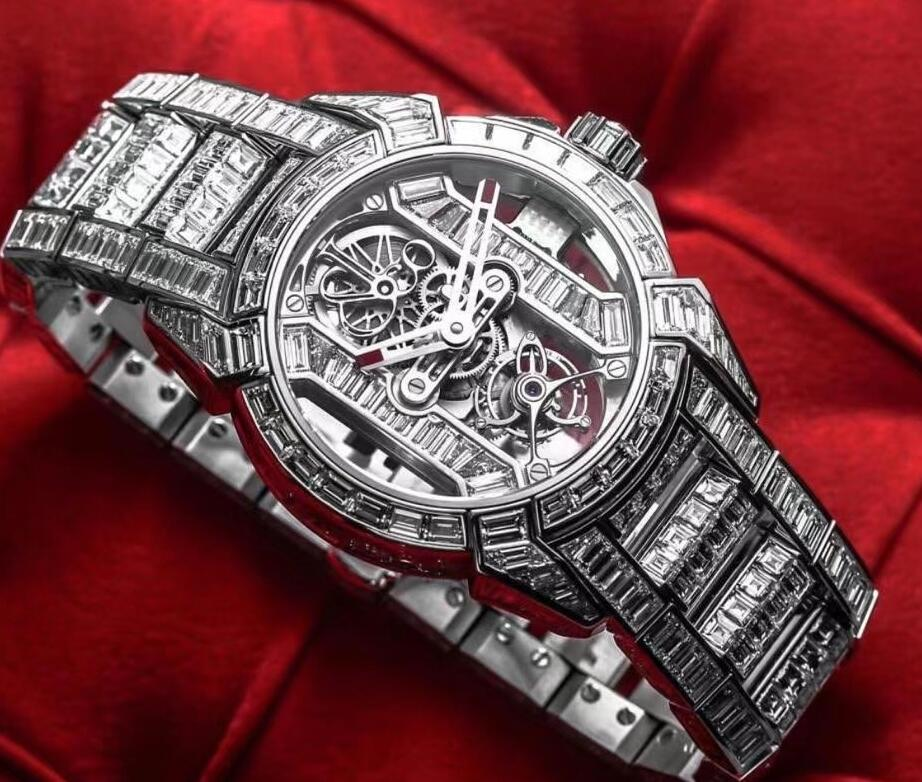 Online fake watches provide the extreme value with diamond-paved design.